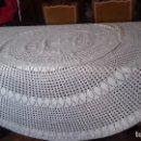 Antigüedades: ANTIGUO Y MUY GRANDE TAPETE/MANTEL REDONDO DE CROCHET HECHO A MANO CON BUEN HILO.. Lote 165222962