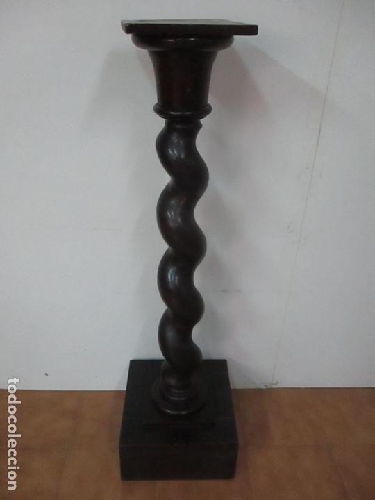 Antigüedades: Antigua Columna Salomónica - Pedestal, Peana Barroca - Madera de Nogal - 139 cm Altura - S. XVIII - Foto 5 - 165226362