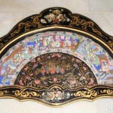 Antigüedades: PRECIOSA ABANIQUERA CON ABANICO CHINO DE LAS 1000 CARAS. S. XIX.. Lote 165226442