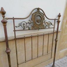 Antigüedades: ANTIGUO CABECERO DE CAMA DORADO. Lote 165254404
