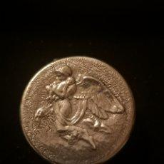 Antigüedades: CAJA ANTIGUA DE PLATA CON ANGEL,. Lote 165267714
