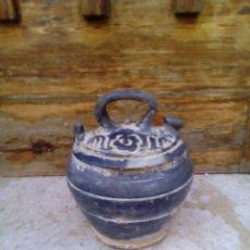 Antigüedades: ANTIGUO BOTIJO DE BARRO NEGRO.. Lote 165269522