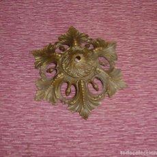 Antigüedades: PRECIOSO Y GRAN FLORON O BASE PARA LAMPARA DE BRONCE.21.5 CM.. Lote 165273494