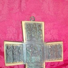Antigüedades: ANTIGUA GRAN CRUZ DE BRONCE PATINADO CON ESCENAS BÍBLICAS EN RELIEVE ICONOGRAFÍA BIZANTINA. Lote 165273750