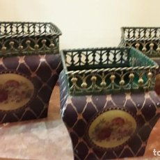 Antigüedades: TRES MACETEROS METÁLICOS. Lote 165285570