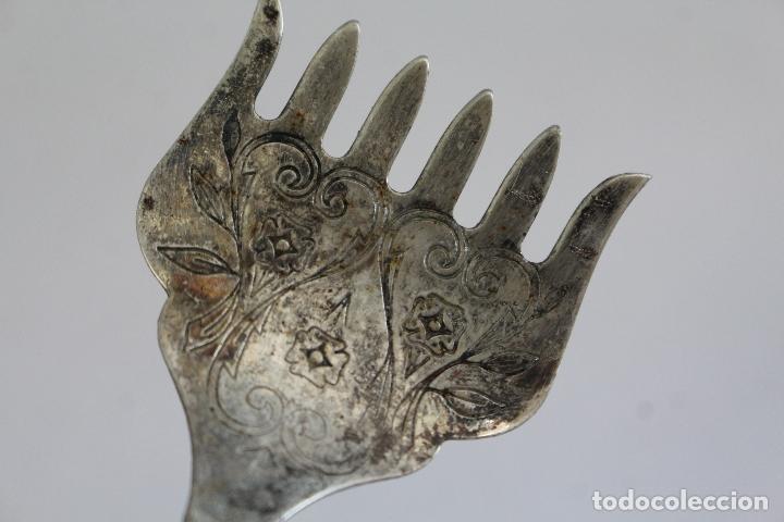 Antigüedades: tenedor de servicio con plata de ley punzonada - Foto 5 - 175734278
