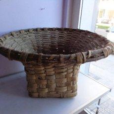 Antiquités: MUY ANTIGUO, RARO Y BONITO CESTO DE VENDIMIA DE VARAS, COMPLETO Y BUEN ESTADO. Lote 165302146