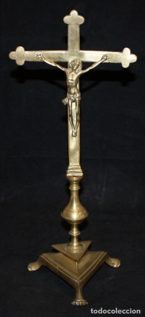 CRUCIFIJO EN BRONCE DEL SIGLO XVIII (Antigüedades - Religiosas - Crucifijos Antiguos)