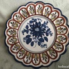 Antigüedades: ANTIGUO PLATO CERÁMICA TALAVERA EL CARMEN . Lote 165328614