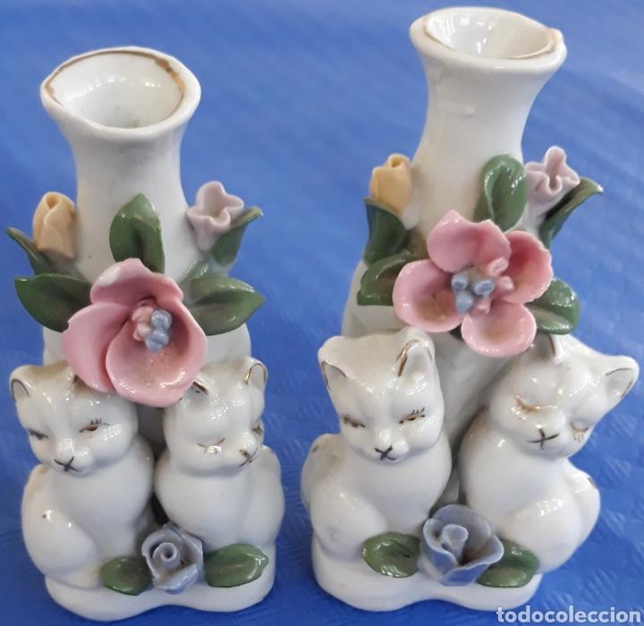 PORCELANA CHINA PAREJA FIGURITAS CON GATITOS (Antigüedades - Porcelanas y Cerámicas - China)
