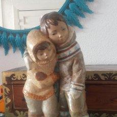 Antigüedades: PAREJA DE ESQUIMALES. LLADRÓ. PORCELANA.. Lote 165335926