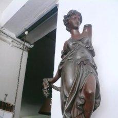 Antigüedades: FIGURA DE DAMA ROMANA EN CALAMINA. MEDIO METRO DE ALTA. FINALES DEL XIX, PRINCIPIOS DEL XX. Lote 165336886