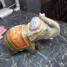 Antigüedades: ELEFANTE DE MADERA PINTADO. Lote 165364258