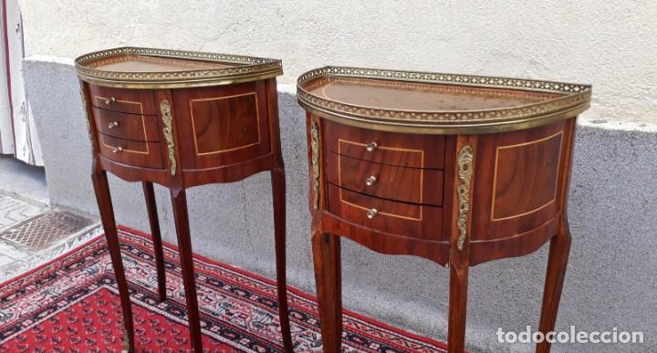 Antigüedades: 2 dos mesitas de noche antiguas estilo Luis XV. Pareja de mesillas de dormitorio antiguas francesas. - Foto 2 - 165372338