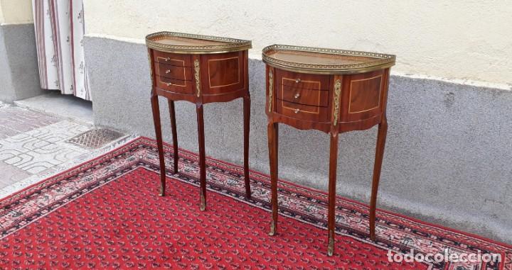 Antigüedades: 2 dos mesitas de noche antiguas estilo Luis XV. Pareja de mesillas de dormitorio antiguas francesas. - Foto 4 - 165372338
