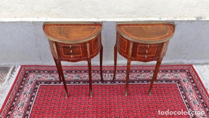 Antigüedades: 2 dos mesitas de noche antiguas estilo Luis XV. Pareja de mesillas de dormitorio antiguas francesas. - Foto 7 - 165372338