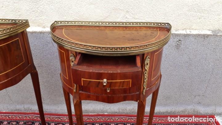 Antigüedades: 2 dos mesitas de noche antiguas estilo Luis XV. Pareja de mesillas de dormitorio antiguas francesas. - Foto 11 - 165372338