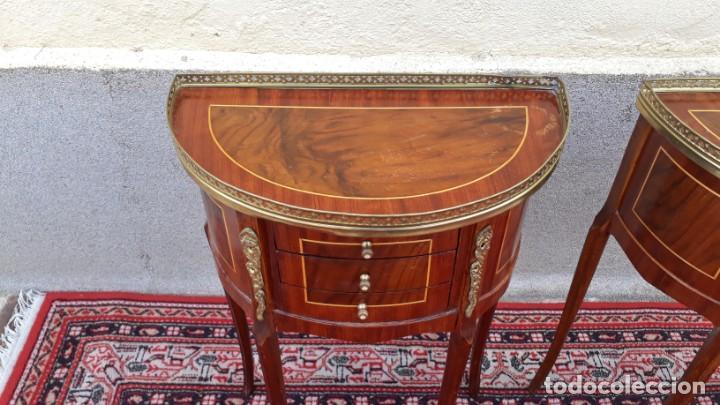 Antigüedades: 2 dos mesitas de noche antiguas estilo Luis XV. Pareja de mesillas de dormitorio antiguas francesas. - Foto 13 - 165372338