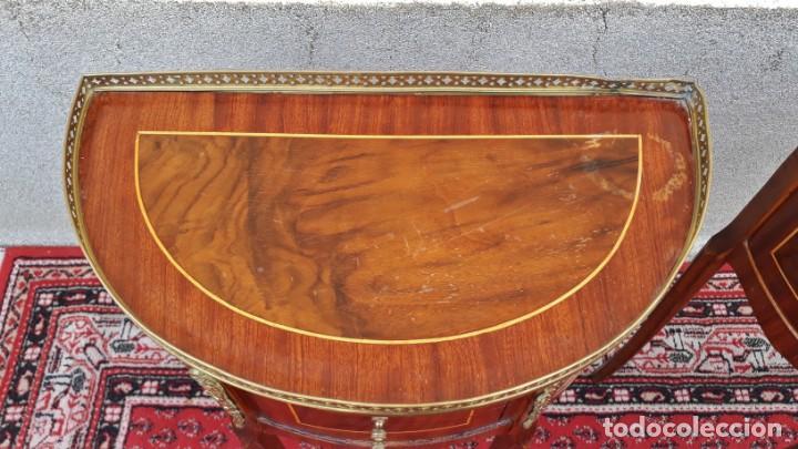Antigüedades: 2 dos mesitas de noche antiguas estilo Luis XV. Pareja de mesillas de dormitorio antiguas francesas. - Foto 14 - 165372338