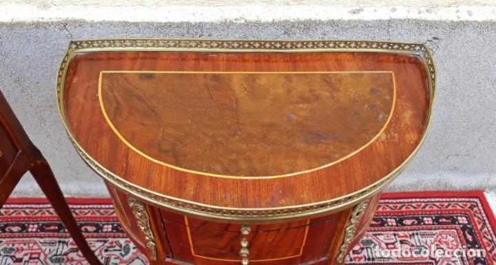 Antigüedades: 2 dos mesitas de noche antiguas estilo Luis XV. Pareja de mesillas de dormitorio antiguas francesas. - Foto 16 - 165372338