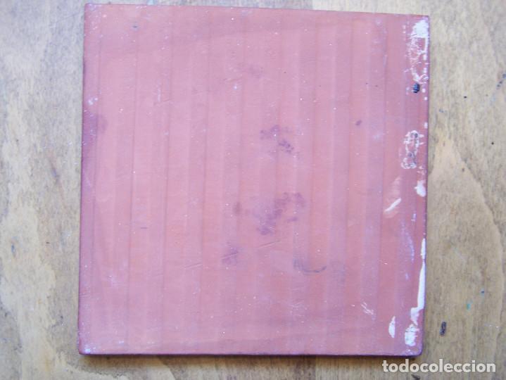 Antigüedades: Azulejo tipo de oficios, firmado en la esquina de abajo. Dimensiones: 15 por 15 cm. - Foto 3 - 165389790