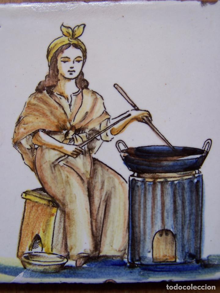 Antigüedades: La castañera: Azulejo catalán de oficios del siglo XVIII. Dimensiones 13 ,5 cm. por 13, 50 cm. - Foto 2 - 165393062