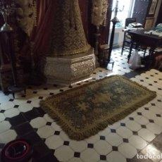 Antigüedades: ESPECTACULAR ALFOMBRA DE LANA HECHA A MANO CON BELLOS FLECOS DE BORLAS 195 X 105 CM BUEN ESTADO. Lote 165393506