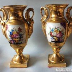 Antigüedades: JARRONES ANTIGUOS EN PORCELANA VIEJO PARIS,ALTURA 34 CM . Lote 165401550