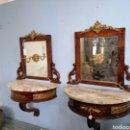 Antigüedades: PAREJA DE MESILLAS DE NOCHE CON DORADOS. Lote 165450726