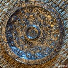 Antigüedades: BANDEJA DE PLATA ESPAÑOLA SIGLO XVII CORDOBA POR. Lote 165463462