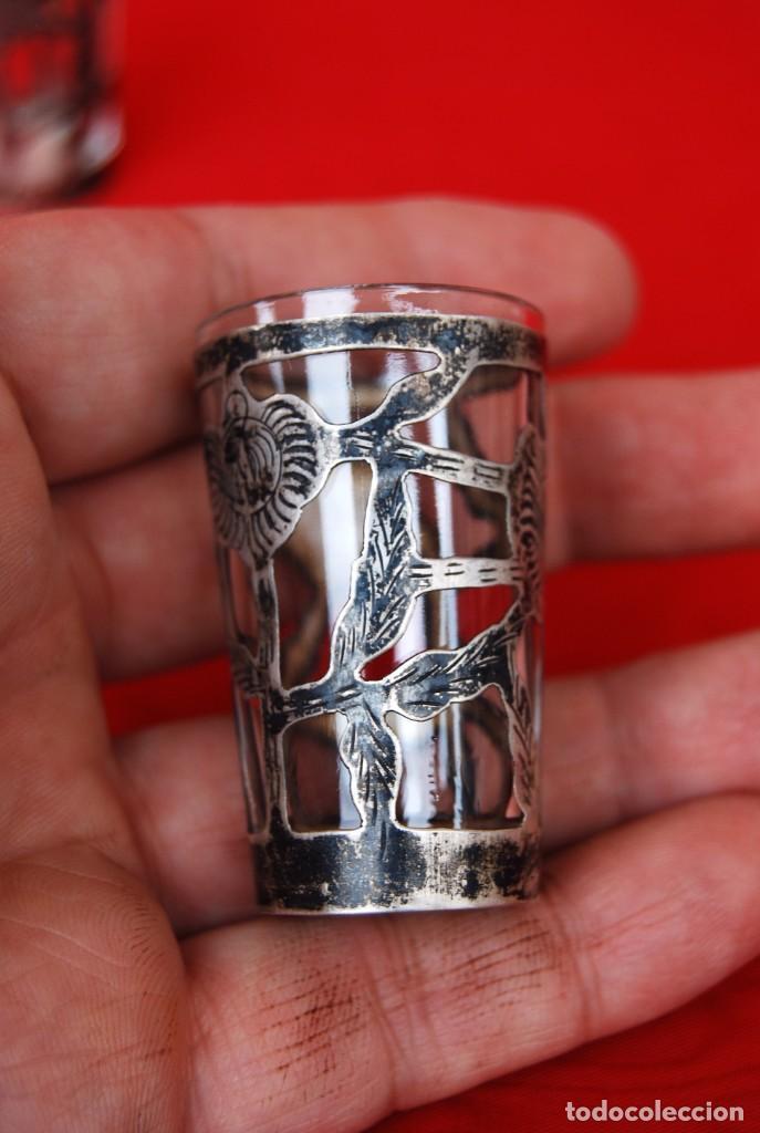 Antigüedades: LOTE DE DOS VASOS PARA TEQUILA EN CRISTAL Y PLATA CINCELADA CON CONTRASTE 925 AMP MÉXICO .VER FOTOS - Foto 18 - 165528642
