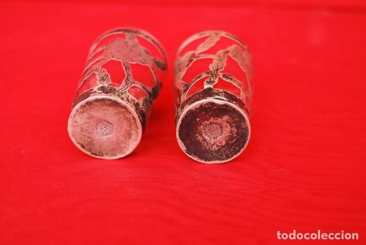 Antigüedades: LOTE DE DOS VASOS PARA TEQUILA EN CRISTAL Y PLATA CINCELADA CON CONTRASTE 925 AMP MÉXICO .VER FOTOS - Foto 7 - 165528642