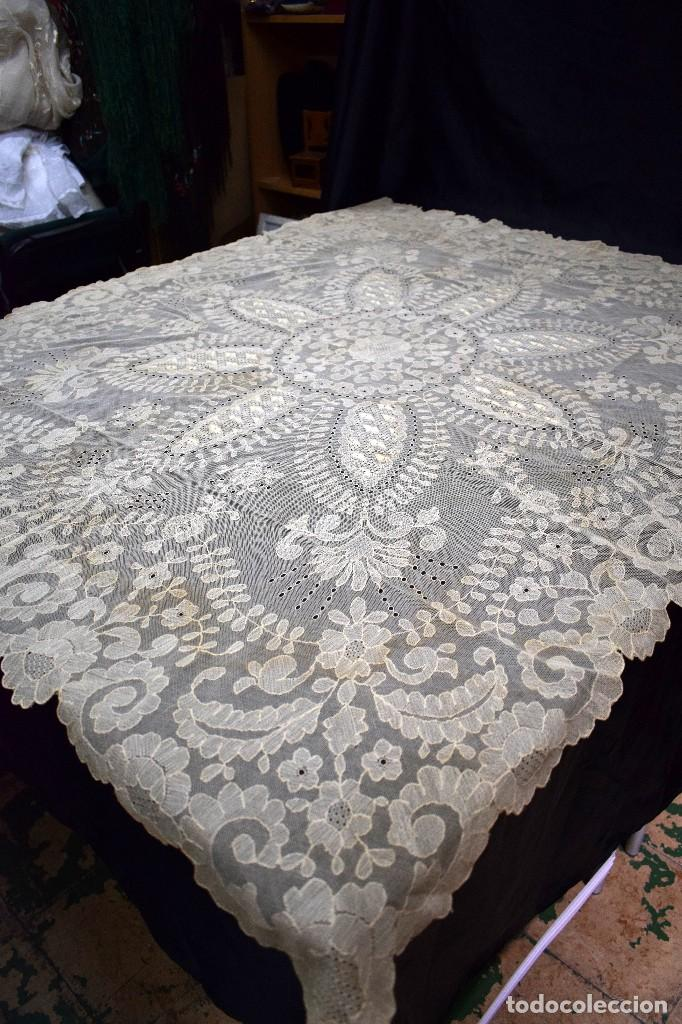 Antigüedades: Espectacular Cuadrante mesa auxiliar o manteleta encaje Granada antiguo manual en tono tostado - Foto 2 - 128061431