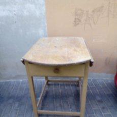 Antigüedades: ANTIGUA MESA DE COCINA DE ALAS CON 2 CAJONES.. Lote 165553306