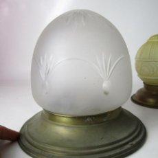 Antigüedades: LAMPARA PLAFON MODERNISTA LATON Y CRISTAL OPACO TALLADO CIRCA 1900. Lote 165569398