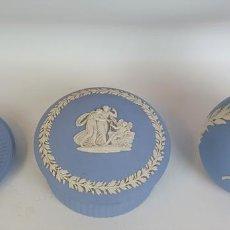Antigüedades: JUEGO DE PORCELANA AZUL. BISCUIT. WEDGWOOD.INGLATERRA. CIRCA 1970.. Lote 165609458
