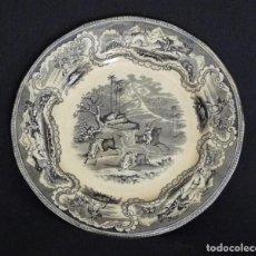Antigüedades: PLATO DE CERAMICA DE CARTAGENA, ESTAMPADO CON ¨BÚFALOS Y TIRADOR A CABALLO¨. . Lote 165616494