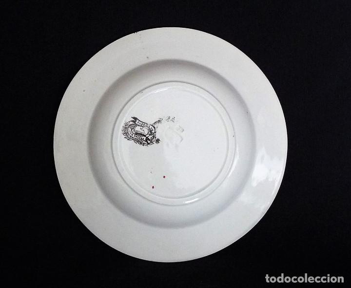 Antigüedades: Seis platos de ceramica de Cartagena en color marrón, estampados con ¨Persecución de un venado¨. - Foto 4 - 165621038