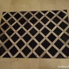 Antigüedades: ALFOMBRA PIEL DE VACA. Lote 165627658