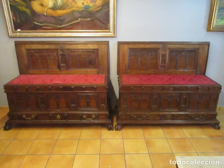 PAREJA DE ARCAS BARROCAS - CAJA, BAÚL, ARCÓN CATALÁN - MADERA DE NOGAL - S. XVIII (Antigüedades - Muebles Antiguos - Baúles Antiguos)