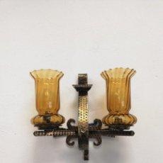 Antigüedades: APLIQUE VINTAGE DE CRISTAL Y FORJA.. Lote 165655910