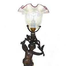 Antigüedades: FANTASTICA LAMPARA SOBREMESA CON TULIPA CRISTAL ANTIGUA Y ANGEL FIRMDA . Lote 165661886