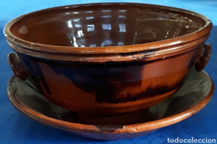CUENCO DE BARRO VIDRIADO CON ASAS DE TETON Y PLATO HONDO (Antigüedades - Porcelanas y Cerámicas - Otras)