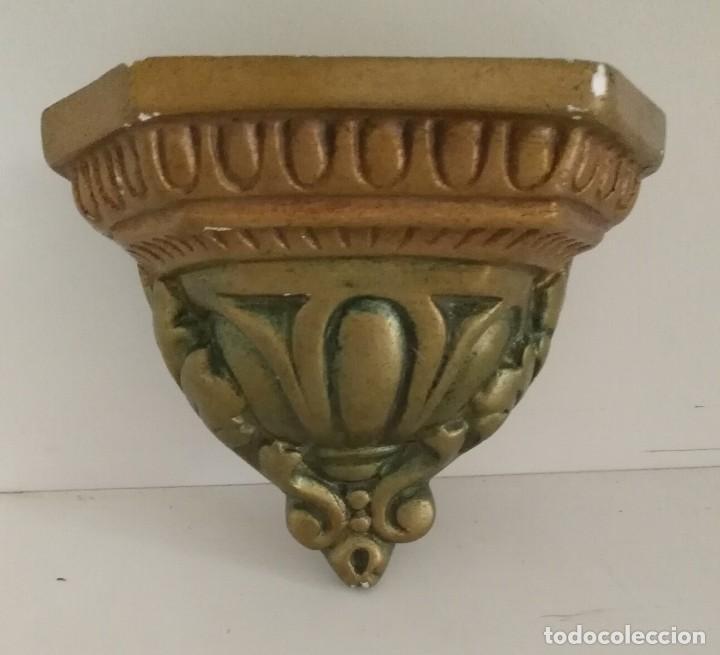 Antigüedades: Pequeña antigua ménsula o peana para imagen con algún fallo para restaurar - 13cm x 10cm x 11cm - Foto 2 - 165700486