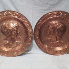 Antigüedades: PAREJA DE PLATOS DE COBRE REPUJADO ESTILO RENACENTISTA. PPS SIGLO XX.. Lote 165727777