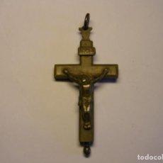 Antigüedades: CRUCIFIJO RELIGIOSO PECTORAL ANTIGUO CON CAJA INTERIOR PARA GUARDAR RELIQUIAS. SIGLO XIX.. Lote 165743674