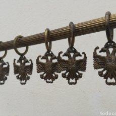 Antigüedades: LOTE DE 11 PRECIOSAS Y ANTIGUAS ANILLAS DE CORTINA MODERNISTA ESCULTURA AGUILA EN BRONCE SIGLO XIX. Lote 165751626
