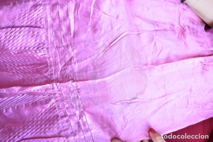 Antigüedades: Falda antigua de seda rosa decorada con jaretas horizontales y haciendo bonitas formas - Foto 6 - 165759786