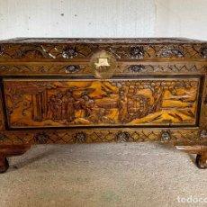 Antigüedades: ARCON BAUL CHINO ANTIGUO TALLADO, EN MADERA DE ALCANFOR. Lote 165789262