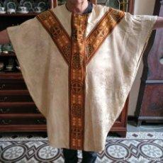 Antigüedades: CASULLA DE SEDA FORRADA EN PAÑO.. Lote 165825766